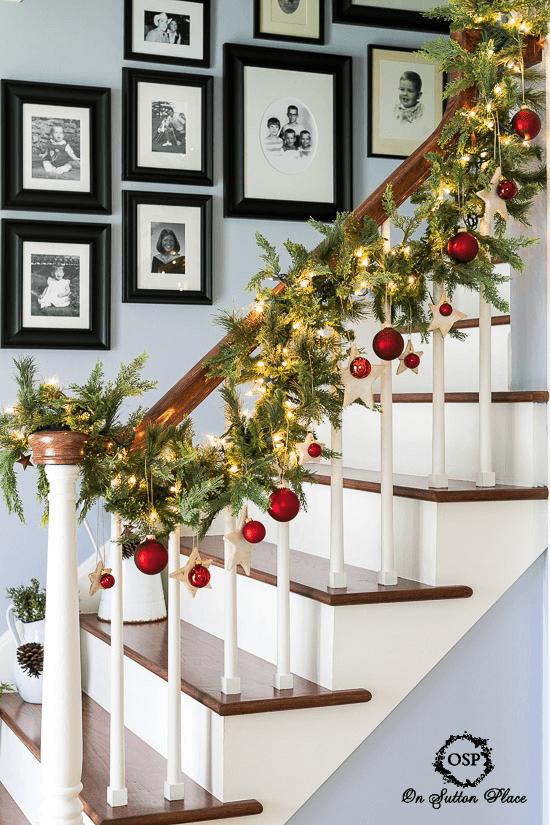 christmas-entry-foyer-decor